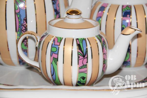 Набор: три заварочных чайника, сахарница, поднос