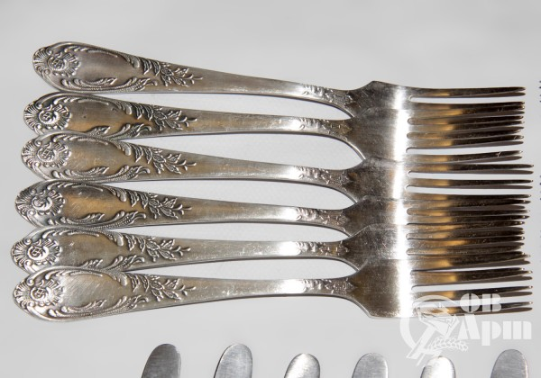 Набор вилок и ножей