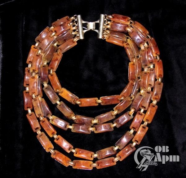 Ожерелье из пластика
