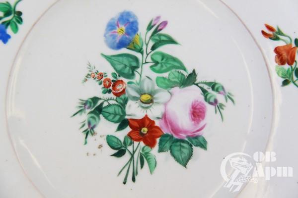 Цветы на тарелках фото