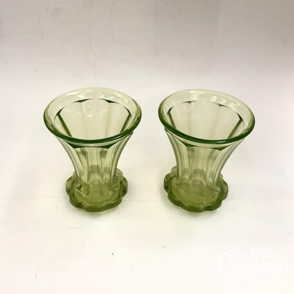 Парные вазы урановое стекло