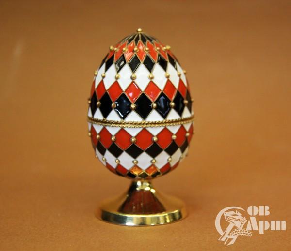 Пасхальное яйцо с эмалью с геометрическим узором