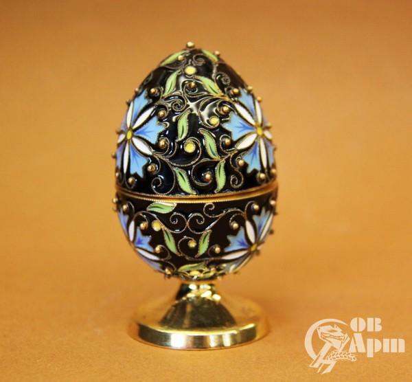 Пасхальное яйцо с эмалью с цветочным узором