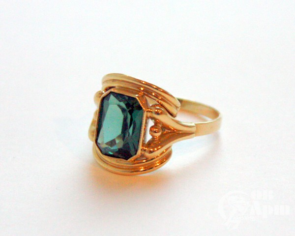 Перстень с зеленой шпинелью