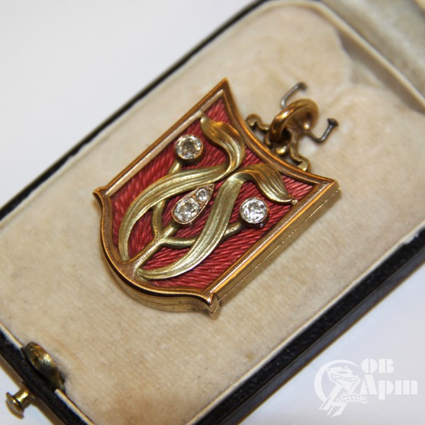 Медальон в стиле модерн с эмалью и бриллиантами