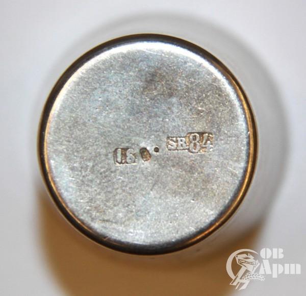 Серебрянные стопки с изображенем герба в старинном футляре