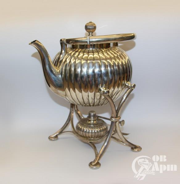Серебряный чайник с горелкой