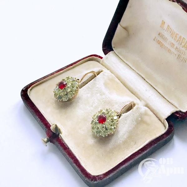 Серьги малинки с хризолитами и ювелирным стеклом