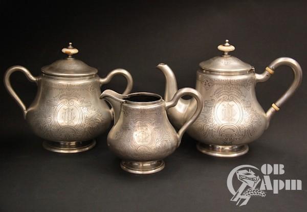 Сервиз чайный: чайник, сахарница, молочник
