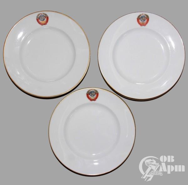 Шесть тарелок для закусок из гербового сервиза