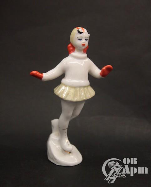 """Скульптура """"Девочка на коньках"""""""