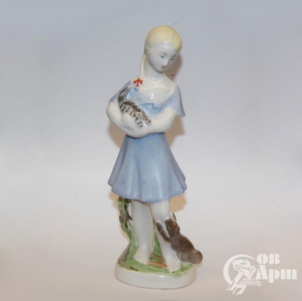 """Скульптура """"Девочка с кошкой и собакой"""""""