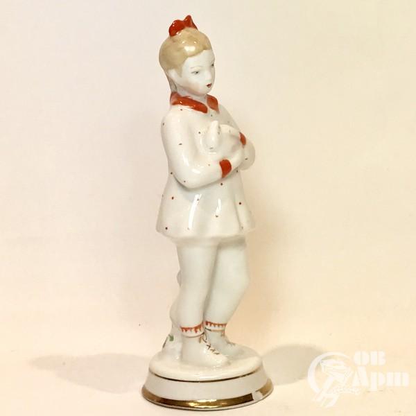 Скульптура «Девочка с кроликом»