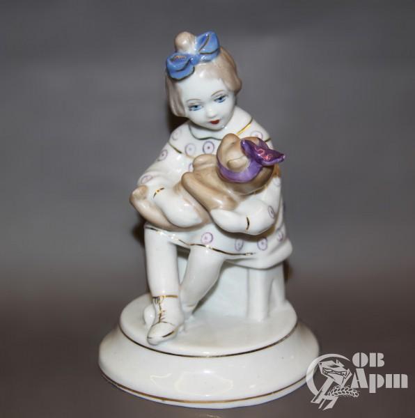 """Скульптура """"Девочка с мишкой"""""""