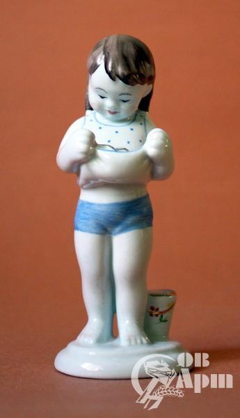 """Скульптура """"Девочка с рыбкой"""" Современная копия."""