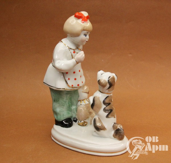 """Скульптура """"Девочка с собакой"""""""