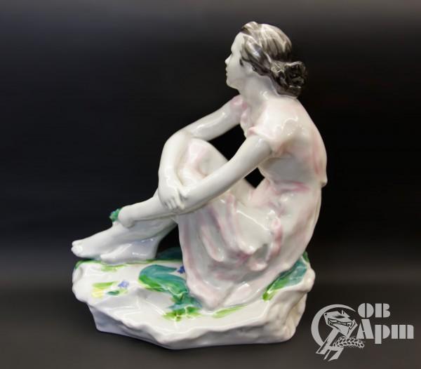 """Скульптура """"Девушка с букетом""""(""""На отдыхе"""")"""