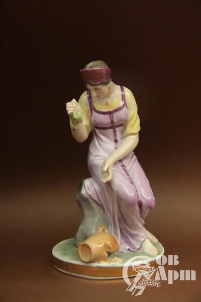 "Скульптура ""Девушка с разбитым кувшином"""
