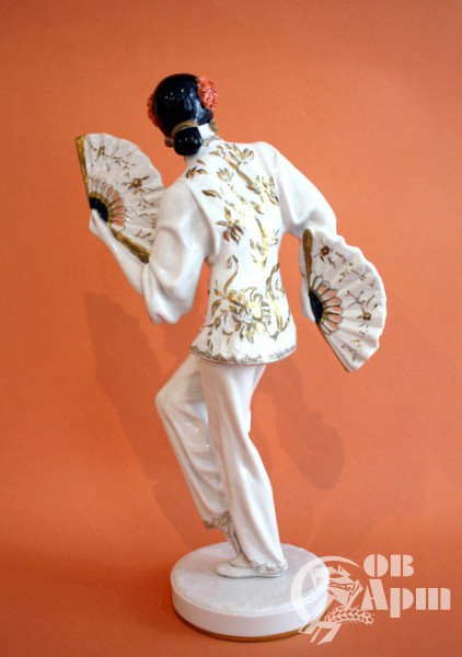 """Скульптура """" Г.Уланова в партии Тао Хоа"""" (балет Глиэра """"Красный мак"""" )"""