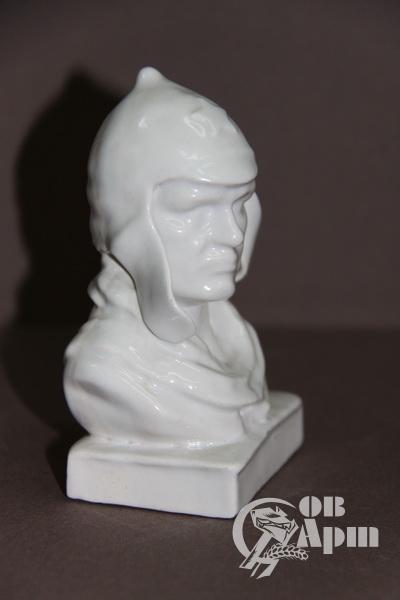 """Скульптура """"Голова красноармейца"""""""