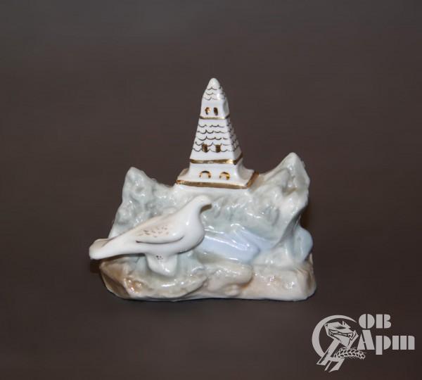 """Скульптура """"Голубь у обелиска"""""""