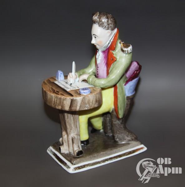 """Скульптура """"Офицер, пишущий письмо"""""""