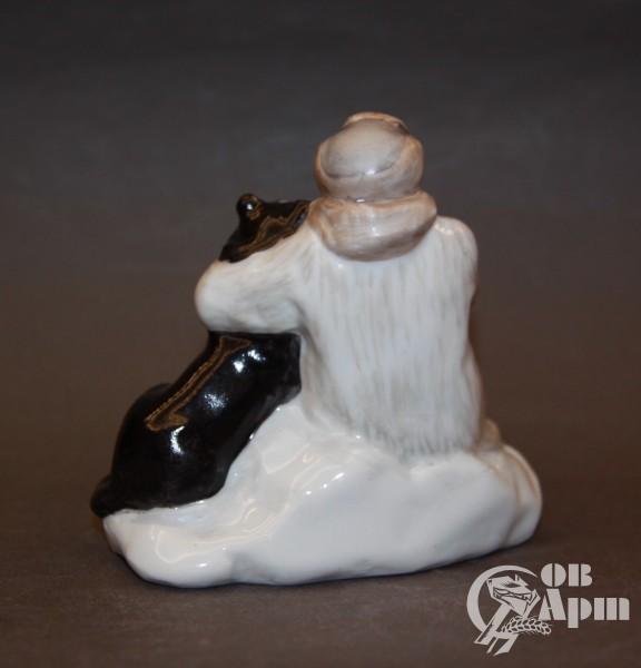 """Скульптура """"И.Д. Папанин со своим псом Веселым"""""""