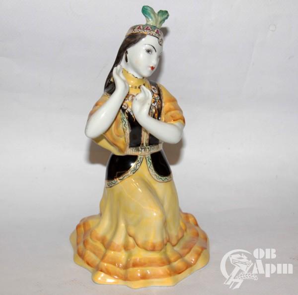 "Скульптура ""Казахский танец"""