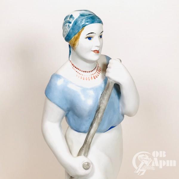 "Скульптура ""Косариха"""
