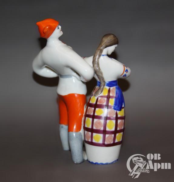"""Скульптура """"Красноармеец с девушкой"""""""