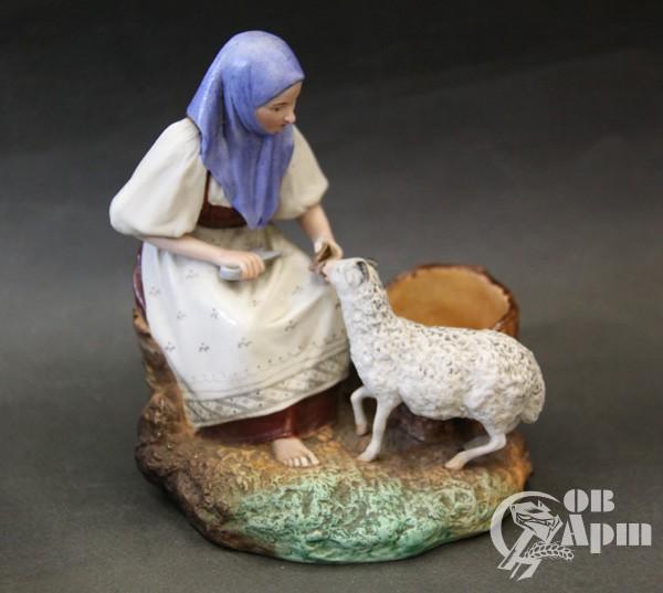 """Скульптура """"Крестьянка с овцой"""""""