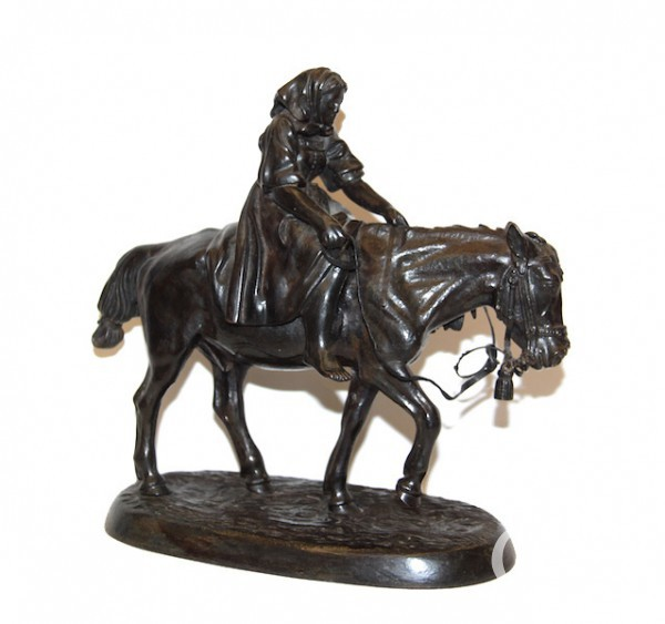 """Скульптура """"Крестьянка верхом на лошади с граблями"""""""
