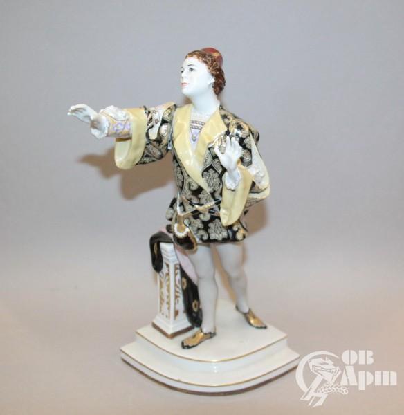 """Скульптура """"Л. В.Собинов в партии Ромео в опере Ш. Гуно """"Ромео и Джульетта"""""""