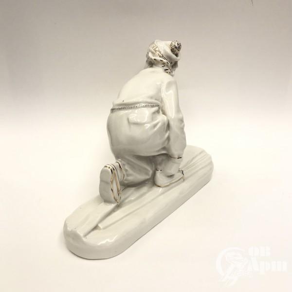 """Скульптура """"Лыжница"""""""