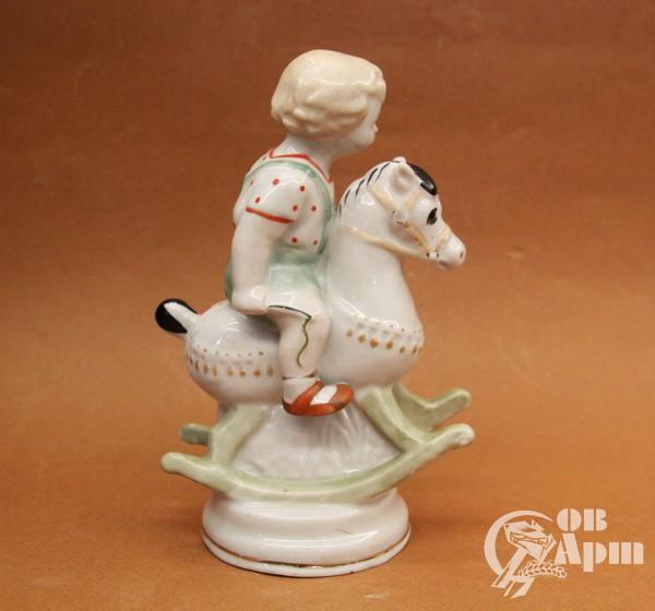 """Скульптура """"Мальчик на лошадке"""""""