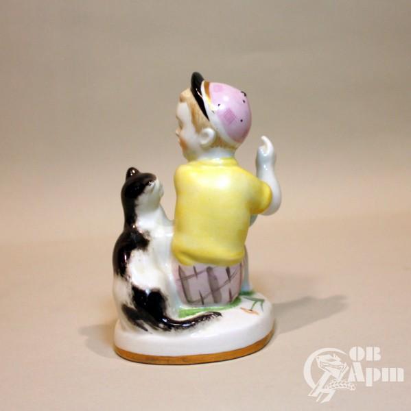 """Скульптура """" Мальчик с кошкой"""""""