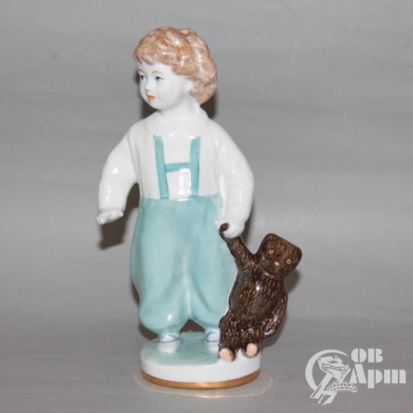 """Скульптура """"Мальчик с мишкой"""""""