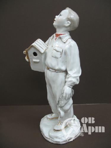 """Скульптура """"Мальчик со скворечником"""""""