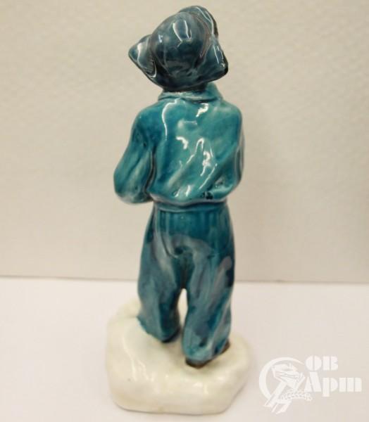 """Скульптура """"Мальчик со снежком"""""""