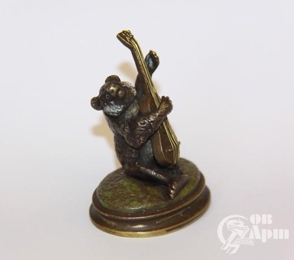 """Скульптура """"Медведь с гитарой"""""""