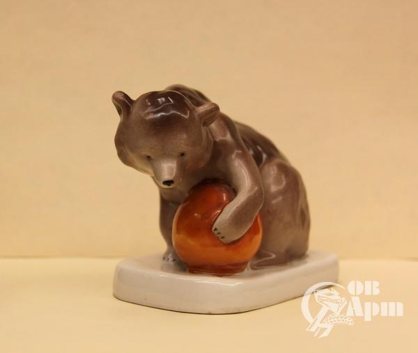 """Скульптура """"Медведь с шаром"""""""