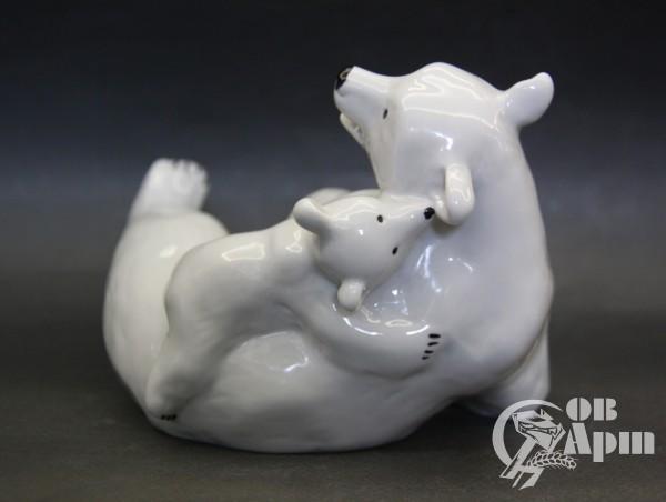 """Скульптура """"Медведи"""" (""""Нежность"""")"""