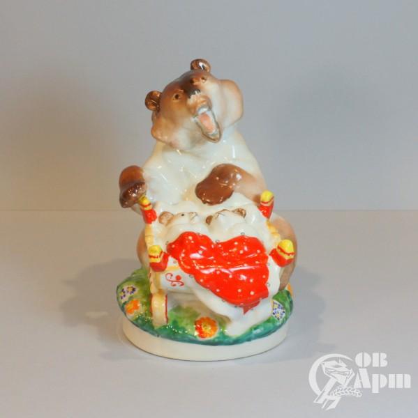 "Скульптура ""Медведица с колыбелью"""