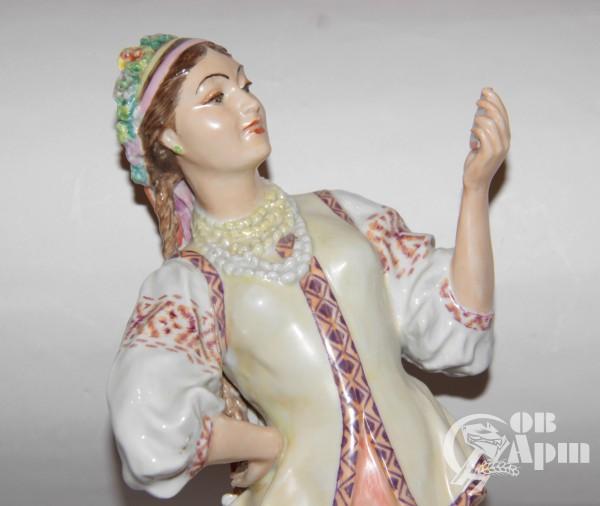 """Скульптура """"Оксана с зеркалом"""""""