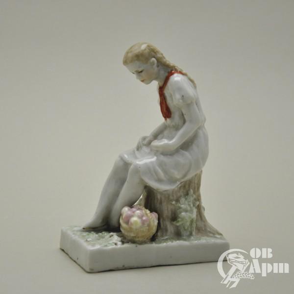 "Скульптура ""Пионерка"""