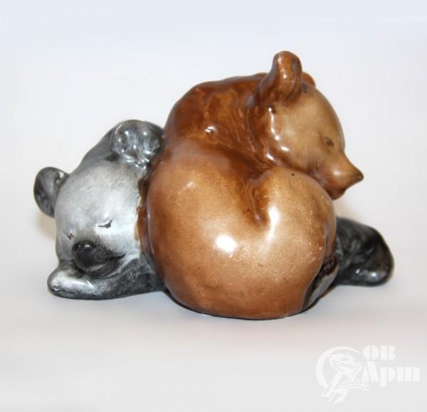 """Скульптура """"Спящие медвежата"""""""