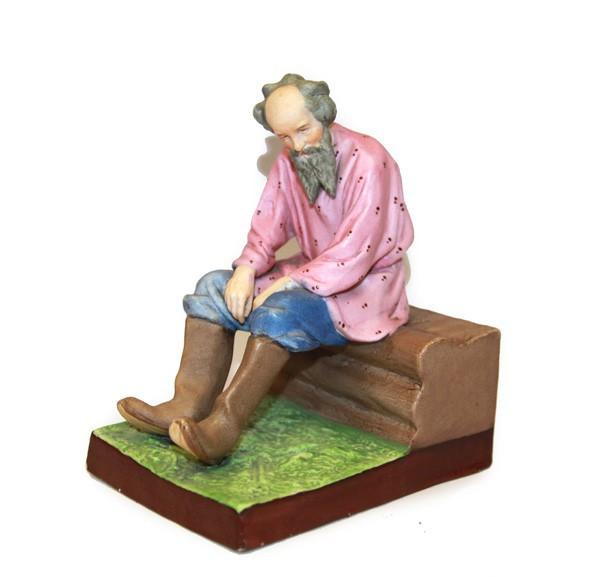 "Скульптура ""Старик на завалинке"""
