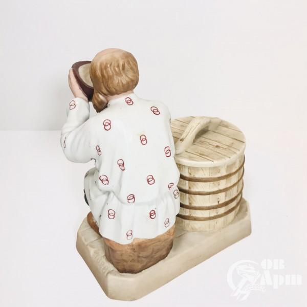 Скульптура «Старик у колодца»