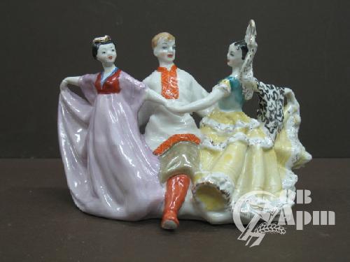 "Скульптура ""Танец дружбы"""