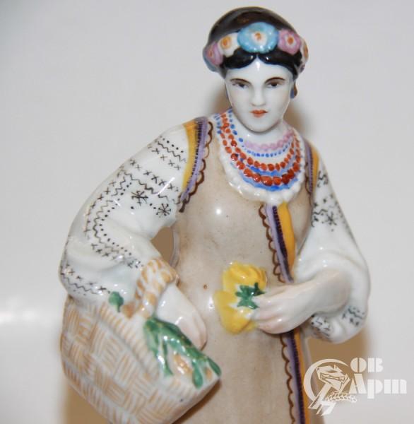 """Скульптура """"Украинка с корзиной цветов"""""""
